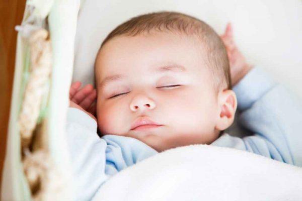 nowe szeregówki śpiące dziecko