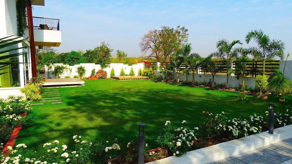 Trawnik na dziedzińcu domu szeregowego